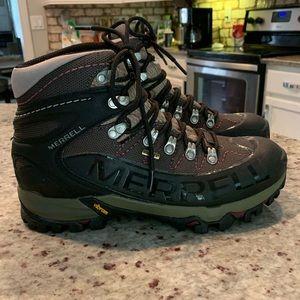 Size 10. Women's Merrell gore-Tex  boots
